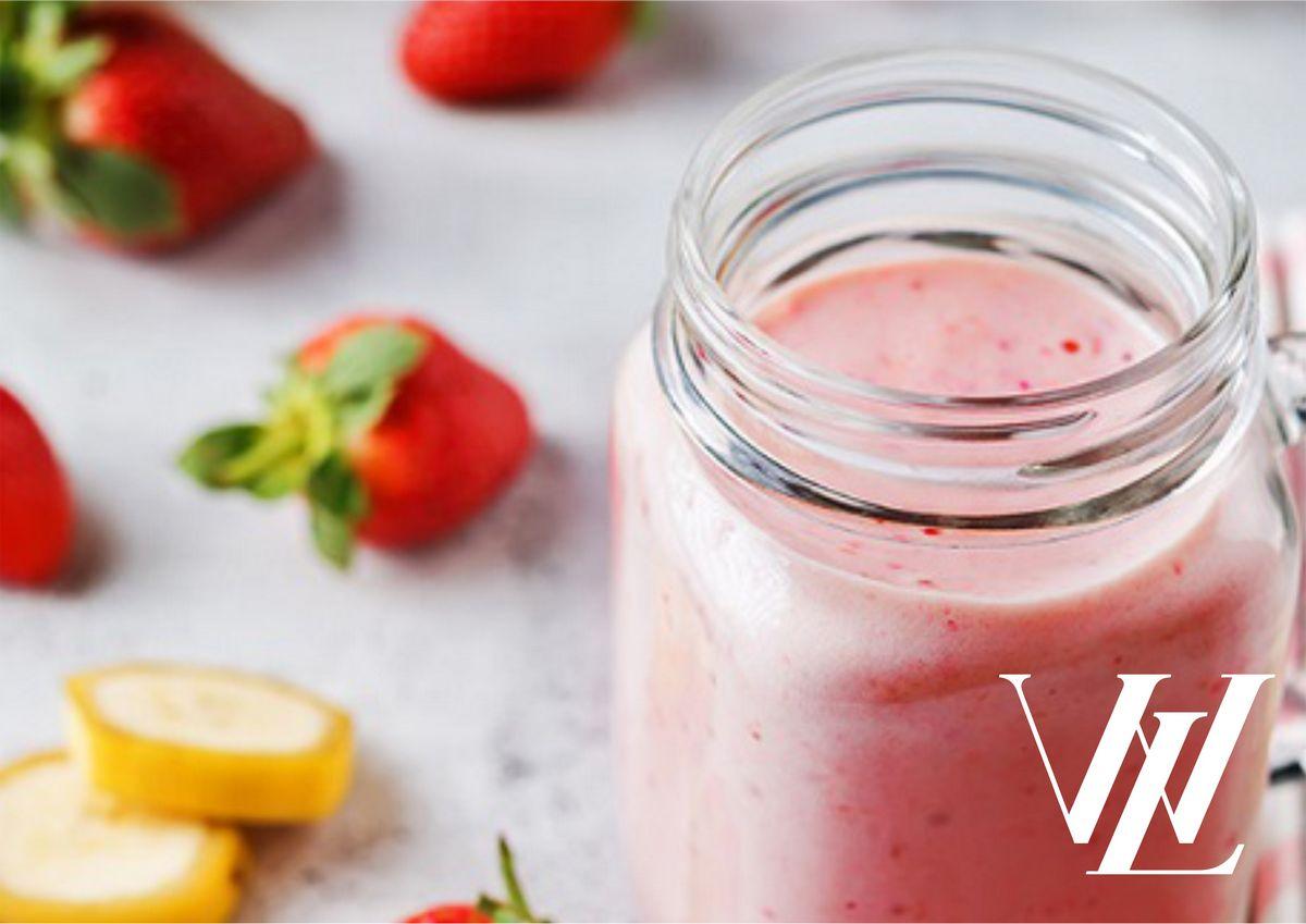 Фруктово-ягодный коктейль с йогуртом