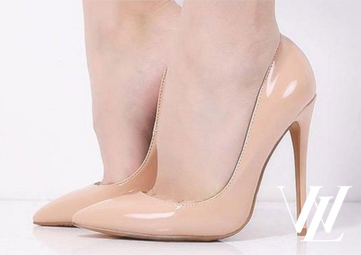 6. Туфли-лодочки телесного цвета