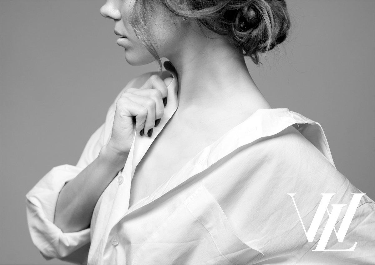 1. Блузки с V-образным вырезом