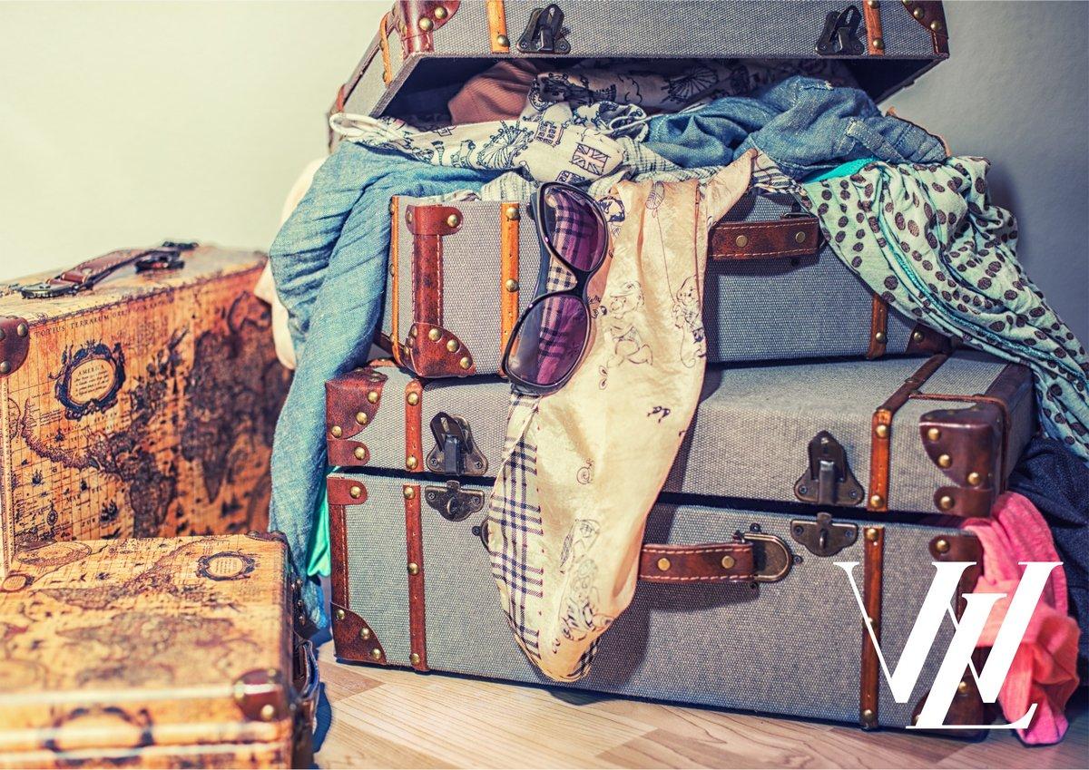 Спрячьте в багажник пластиковый контейнер с аптечкой и запасной одеждой