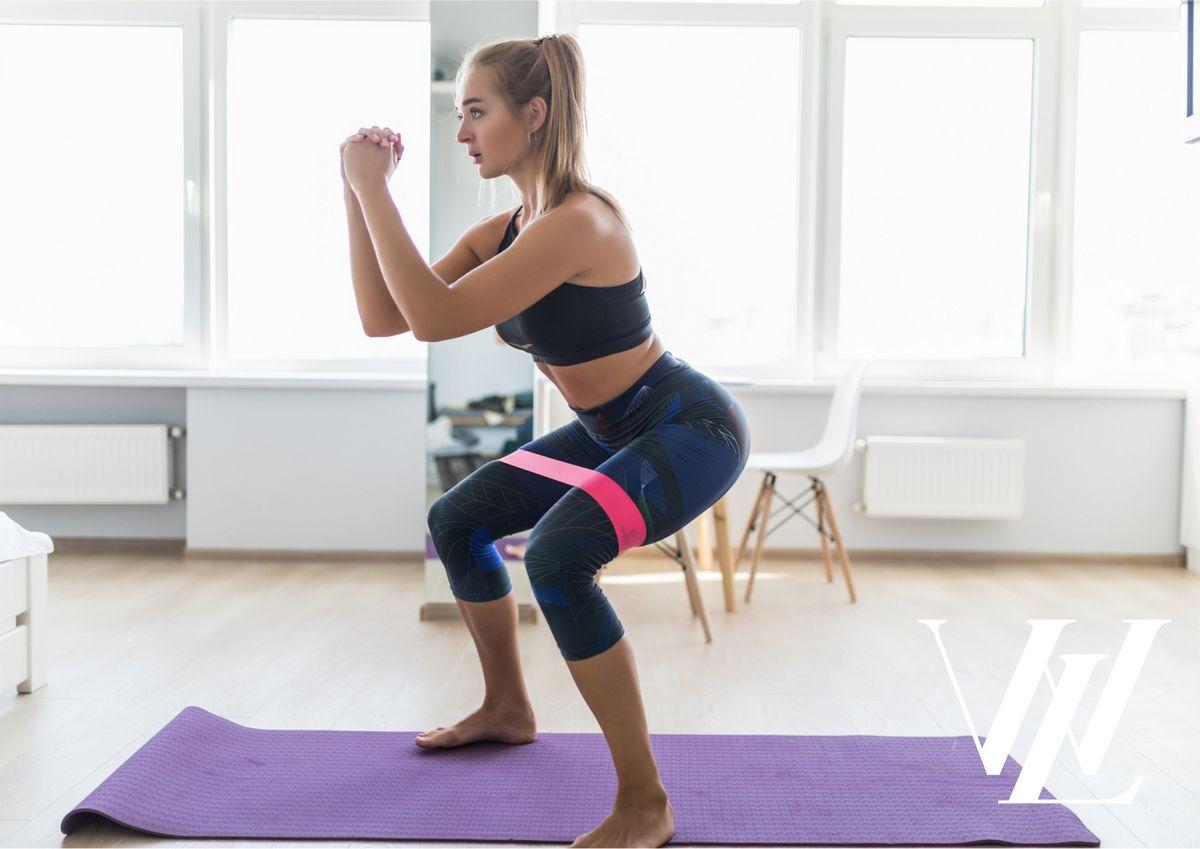 Для эффективной тренировки: лучшие упражнения с бюджетной фитнес-резинкой