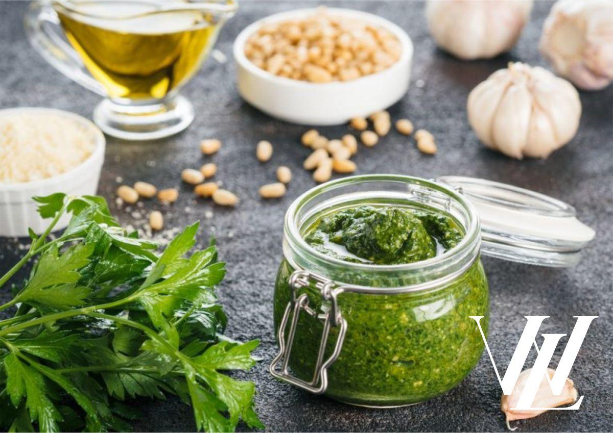 Замена майонезу: топ-5 самых полезных и питательных заправок для закусок и салатов