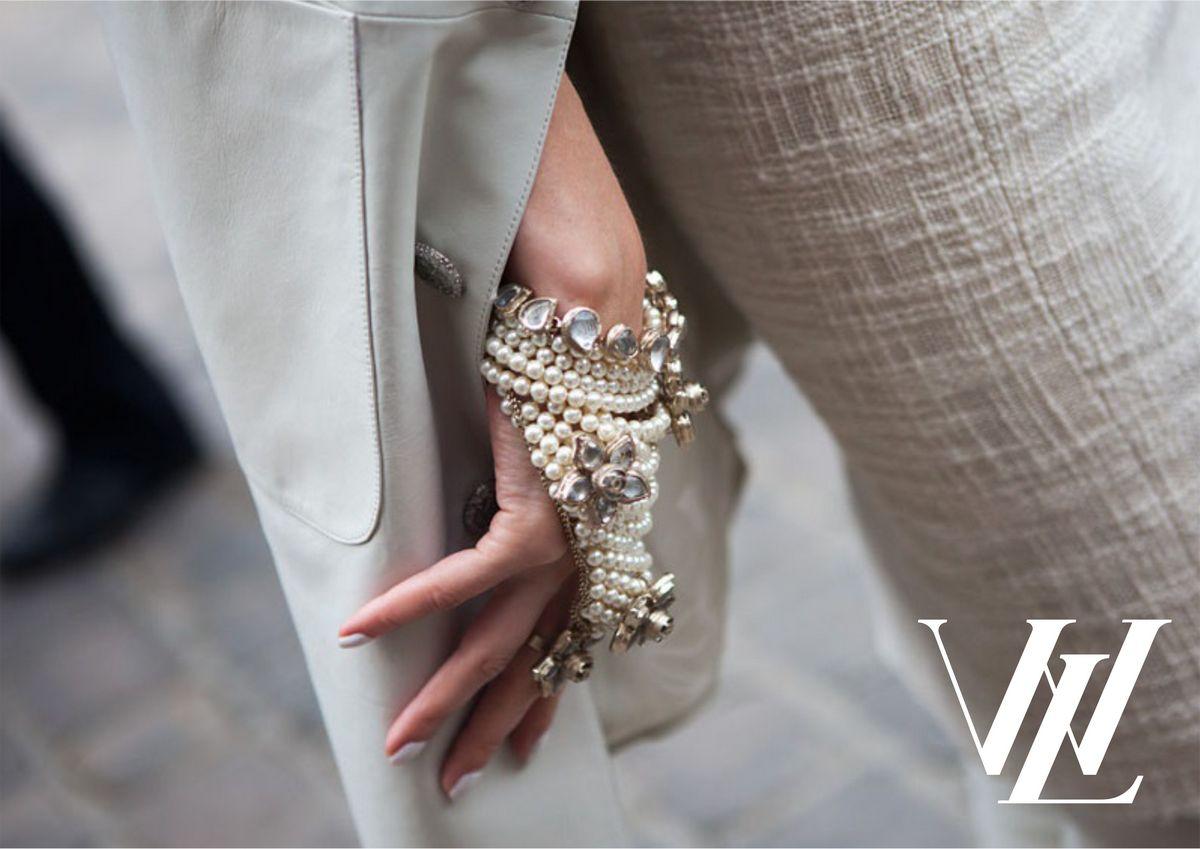 Трендовые украшения из жемчуга: топ-5 самых стильных вариантов из мира моды 2021!